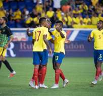 Jugadores celebran un tanto en uno de los amistosos de Ecuador.