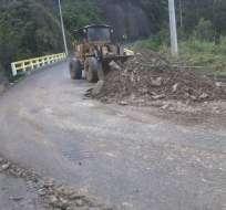 AZUAY.- En la vía Paute-Guarumales-Méndez se realizó la limpieza progresiva de la carretera. Foto: Gobernación del Azuay