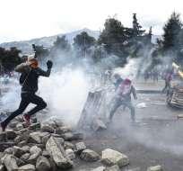 Los disturbios se reactivaron con fuerza el viernes en la zona de la Asamblea. Foto: AFP