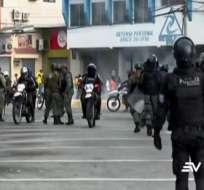 Manifestantes y fuerzas de seguridad chocaron en avenida Francisco de Orellana. Foto: Captura de video