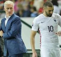 Didier Deschamps junto a Karim Benzema.