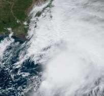 Marejadas ciclónicas y fuertes vientos amenazan las costas de ese país. Foto: CNH