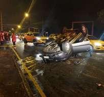 Accidente de tránsito con volcamiento en Av. Velasco Ibarra (Oriental) y Rumiñahui sector El Trébol. Fotos: Cortesía