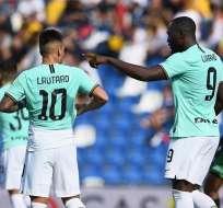 Lautaro y Lukako luego de festejar un tanto. Foto: Twitter Inter.