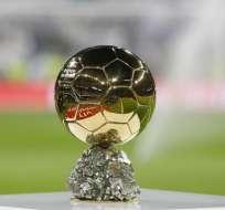Trofeo del Balón de Oro que se otorga al ganador.