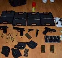 Se trata de armas tipo pistola marca EKOL y municiones de goma 9mm. Foto: María Paula Romo - Twitter