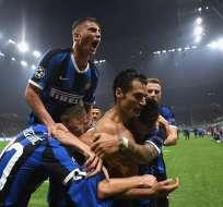 Antonio Candreva celebra sin su camiseta. Foto: Twitter Inter.