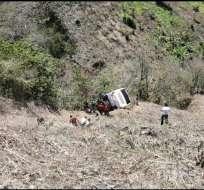 CHAGUARPAMBA, Ecuador.- El bus cayó a un precipicio. Foto: ECU 911