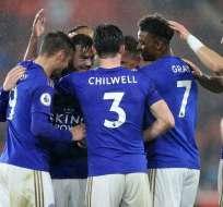 El equipo del Leicester festeja la goleada de este viernes. Foto: Twitter Leicester.