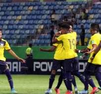 Jugadores de Ecuador, celebrando uno de los dos goles.