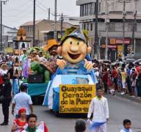 4 mil alumnos desfilaron en homenaje a Guayaquil.