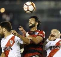 Jugadores de River ante uno de Flamengo.