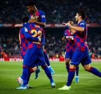 Messi celebra con Vidal y sus compañeros. Foto: Twitter FC Barcelona.