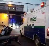 Un reo y una pasante heridos en la cárcel de Machala. Foto: Twitter
