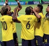 Jugadores de la selección ecuatoriana sub 17, celebrando un gol.