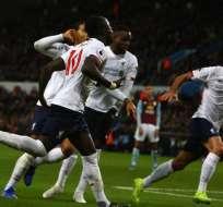 Los 'reds' superaron 2-1 al Aston Villa y sigues líderes de la Premier League. Foto: GEOFF CADDICK / AFP
