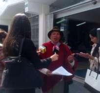 QUITO, Ecuador.- El exdiputado César Buelva conversó con los medios tras poner la denuncia en la Fiscalía. Foto: Juan Buelva