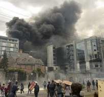 QUITO, Ecuador.- El 12 de octubre las instalaciones de la Contraloría fueron destruidas. Foto: AFP