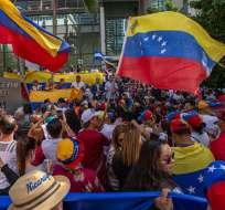 Los venezolanos ondearon banderas de su país. Foto: Cortesía