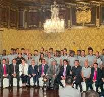 Delegación de IDV junto al presidente.