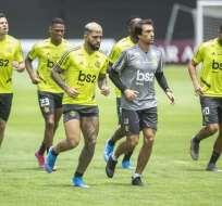 Brasileños y argentinos definen al campeón en el estadio Monumental de Lima. Foto: ERNESTO BENAVIDES / AFP