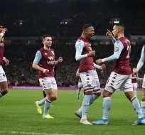 Jugadores del Aston Villa festejan el triunfo.