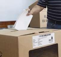 Imagen de archivo que muestra el momento de la votación durante unas elecciones pasadas. Foto: Archivo.