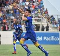 David Noboa festeja el primer gol del partido. Foto: Twitter Delfín.