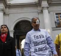 Representantes de la Mesa de Unidad Social al llegar a reunión con representantes del gobierno en Santiago. Foto: 24horas.cl