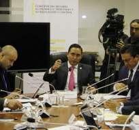 La sesión fue suspendida por el presidente, Daniel Mendoza (c.), y se reinstalará este jueves a las 08:00. Foto: API