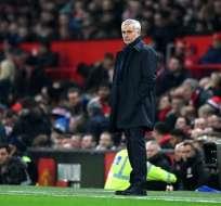 Mourinho en el área técnica del Tottenham.