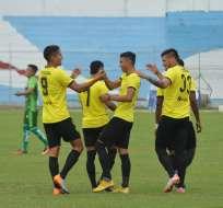 Jugadores de Fuerza Amarilla, celebrando un gol.
