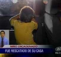 Policía rescata a un niño que estaba encadenado