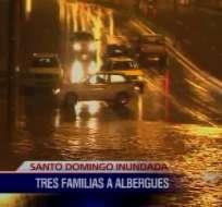 Aguacero inunda las calles de Santo Domingo