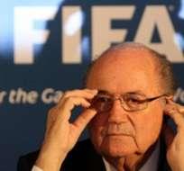 Blatter ve en Platini a su sucesor en la FIFA