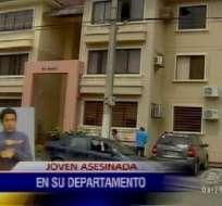 Asesinan a una joven mujer al interior de su departamento en Ceibos Norte