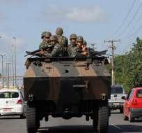 Los policías en huelga en Bahía se entregan al Ejército brasileño