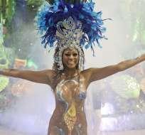 Brasil se entrega al frenesí del carnaval con millones de personas