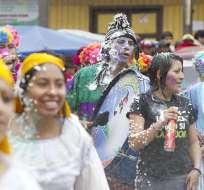 Con música, comparsas y desfiles se celebró el feriado de Carnaval en Ecuador