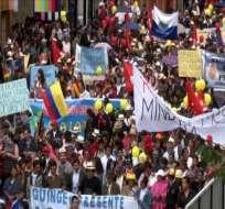 Miles de manifestantes rechazaron firma de contrato minero en Cuenca