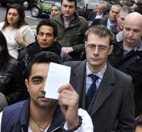 Cientos de personas hacen  fila en Londres para comprar el nuevo iPad
