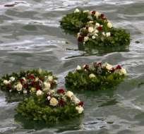 Recuerdan en silencio el centenario de la partida del Titanic