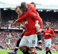 El United responde con goleada y matiene su ventaja sobre el City