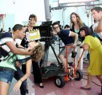 El elenco de Relaciones Peligrosas se divierte en el set de la novela