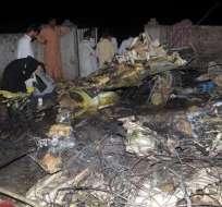Mueren 127 personas en un accidente aéreo en Pakistán