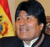 Evo Morales congratula a Hollande por triunfo y pide estrechar lazos