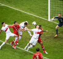 R. Checa se recuperó ante Grecia mientras que Polonia volvió a empatar