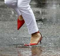 El secreto para mojarse menos bajo la lluvia: ¿ir rápido o lento?
