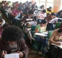 Estudiantes universitarios rindieron pruebas de reubicación