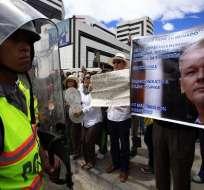 Hague insta a Ecuador a retomar 'cuanto antes' el diálogo sobre Assange